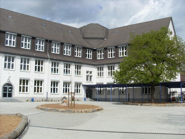 Startseite Schulgebäude außen 1.jpg