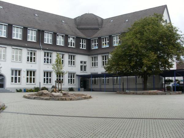 Startseite Schule vom Hof aus